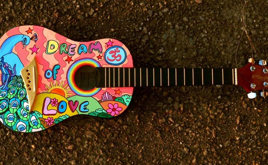 4869384painted-guitar-1087209_1920.jpg